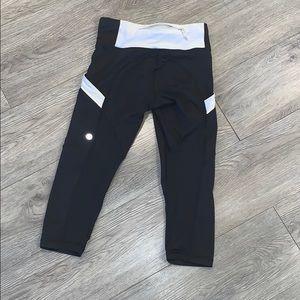 Lululemon crop leggings w/pockets on side-saddle 2